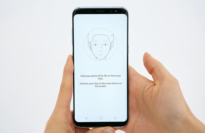 Le Galxy S8 est pourvu d'un logiciel de reconnaissance faciale mais aussi d'un scanner rétinien.