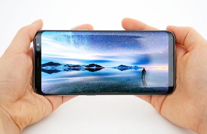 L'Infinity display de Samsung couvre la majeur partie de la face du téléphone