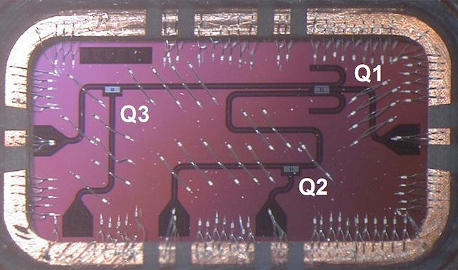 3 qubits sur une plaque de silicium